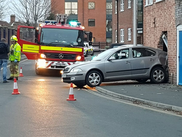 Newbury - Car reverses into building in Oddfellows Road